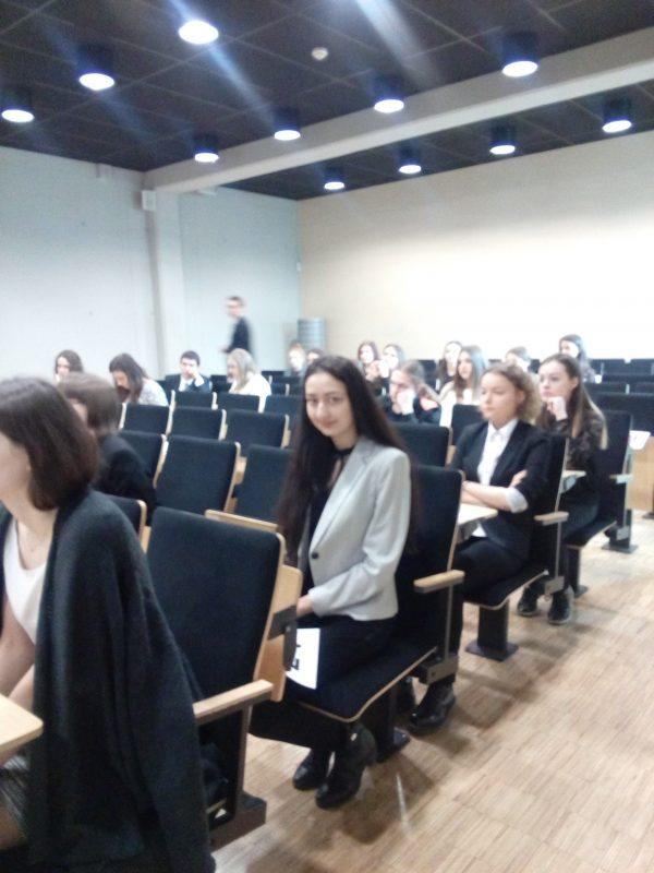 2 miejsce dla Kamilli Hajruddinowej- uczennicy klasy 2 l  w XLVIII Okręgowej Olimpiadzie Języka Rosyjskiego